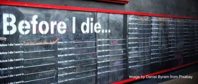 Tafel, an der Wünsche vorm Tod niedergeschrieben werden