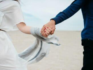 Paar, Hand in Hand