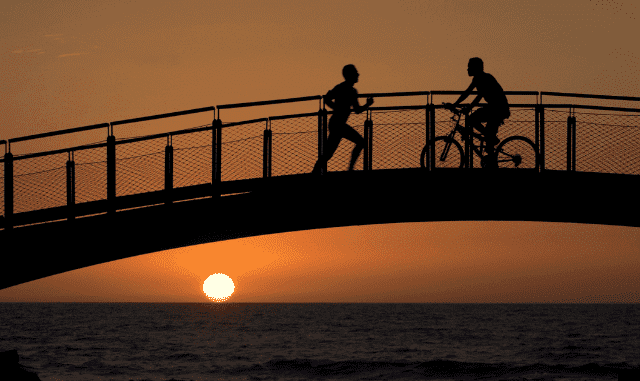 Begegnung eines Radfahrers mit einem Joggerogger